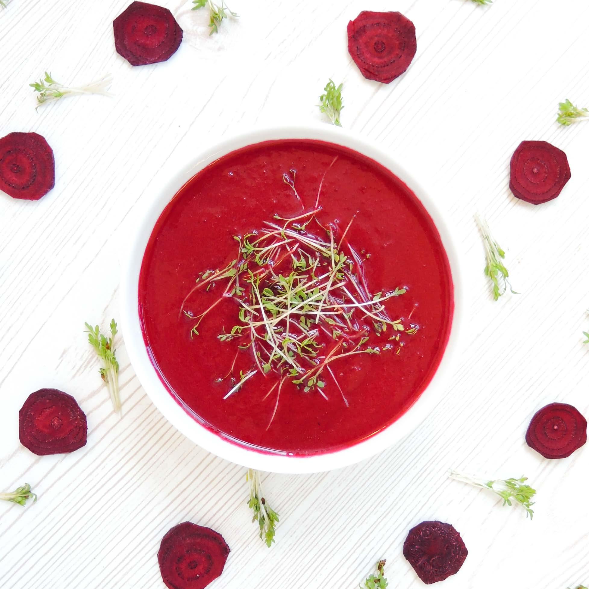 Rote Rüben-Suppe mit Kokosmilch
