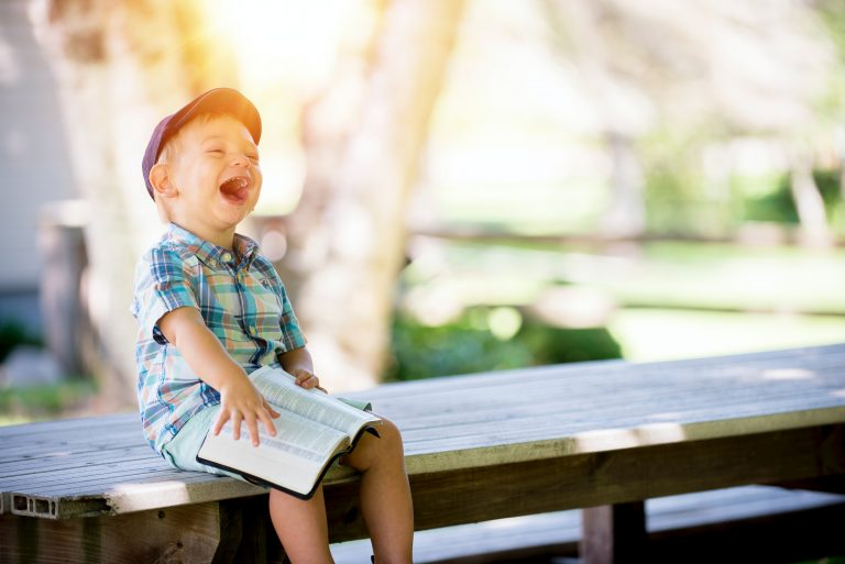 Immunsystem stärken - lachendes Kind